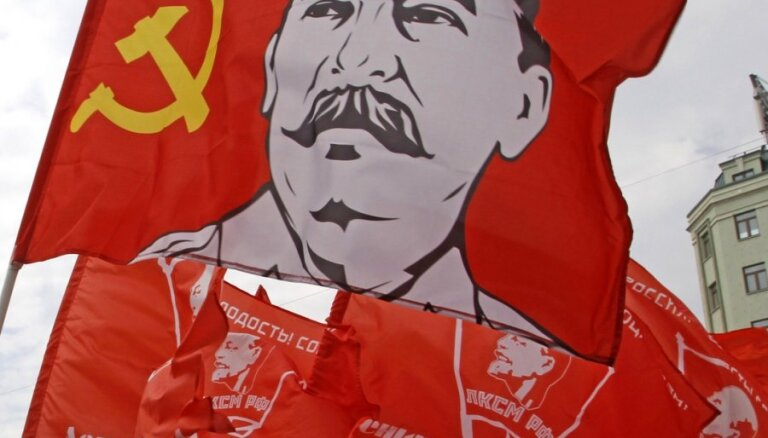 Staļina slavināšana, politiskā aģitācija – Šadurskis iezīmē, kas notiek nelojālu pedagogu skolās