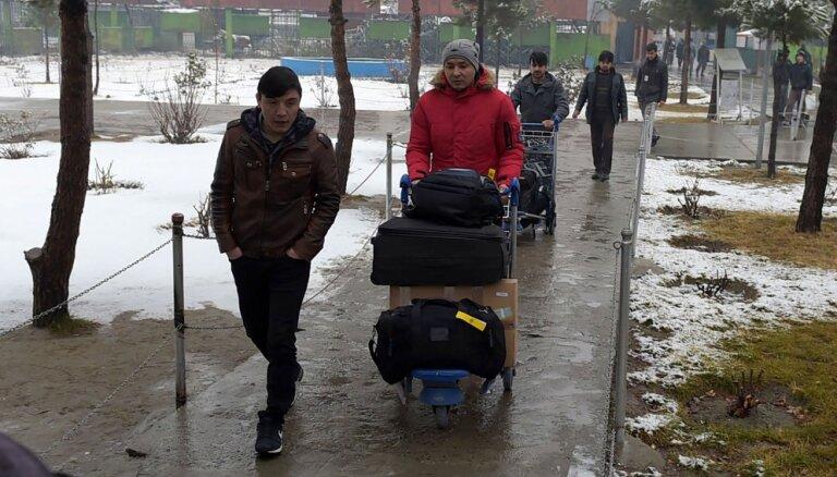 Afganistāna no Vācijas deportētu migrantu nosūta atpakaļ