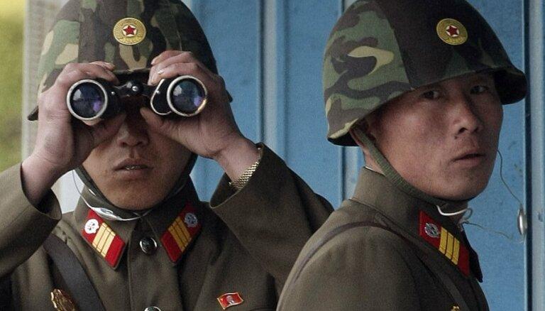 """В КНДР трех заключенных американцев """"переселили"""" из лагеря в гостиницу"""