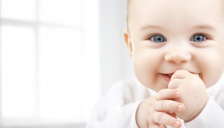 Raud bez asarām un nejūt sāļu: 7 raibi fakti par jaundzimušajiem
