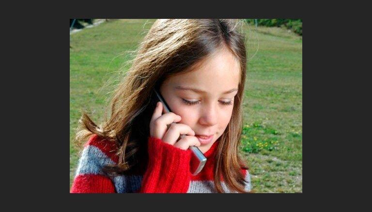 Свой первый мобильник дети получают в первом классе