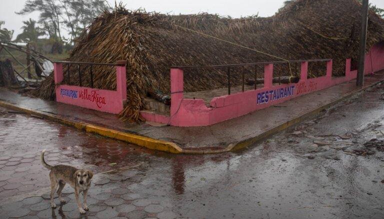 Viesuļvētra 'Grace' postījusi Meksiku; 'Henri' dēļ Ņujorkā pārtraukts brīvdabas koncerts