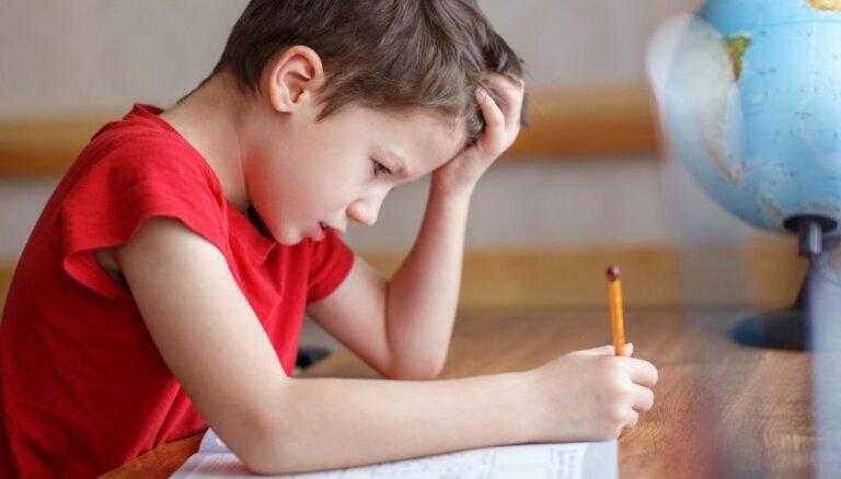 Nesaki priekšā, bet ļauj domāt pašam: kā veiksmīgāk bērnam palīdzēt mājasdarbu izpildē
