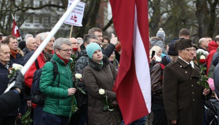 Foto: Leģionāru atceres gājiens Rīgā pulcējis vairāk nekā 1000 cilvēku
