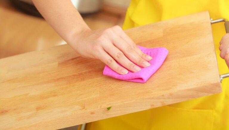 Noderīgi padomi, kā kopt un mazgāt dažādu materiālu virtuves dēlīšus