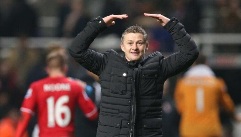 Sulšērs oficiāli kļūst par Mančestras 'United' pagaidu treneri