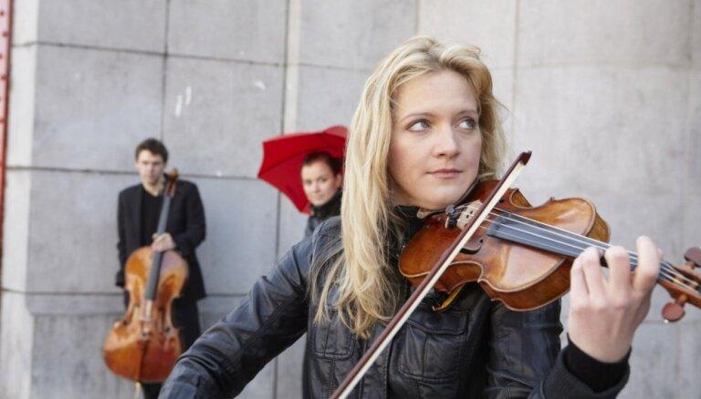 Liepājas Simfoniskais orķestris muzicēs kopā ar vijolnieci Vinetu Sareiku