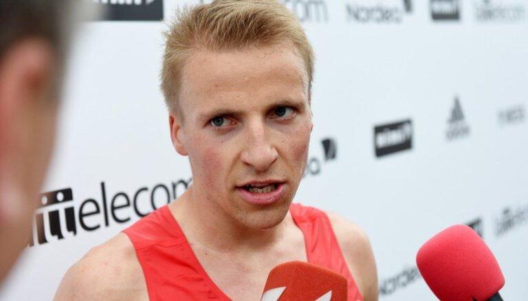 Girgensons un Helmane-Soročenkova triumfē Siguldas pusmaratonā