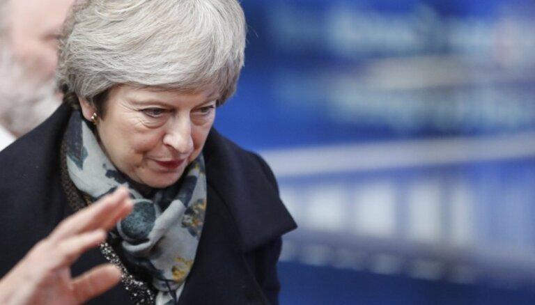 Lordu palāta atbalsta opozīcijas priekšlikumu, brīdinot par Mejas 'Brexit' vienošanos