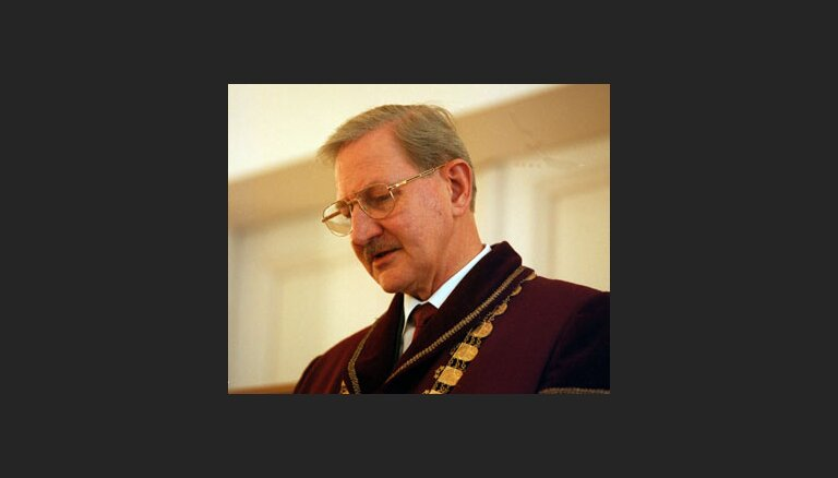Endziņš vadīs 'Turība' Publisko tiesību katedru