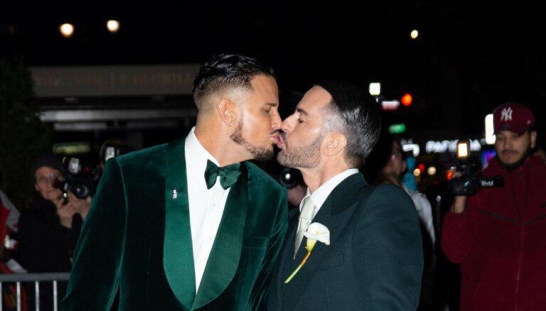 Foto: Dizaineris Marks Džeikobss apprecējies ar mīļoto vīrieti