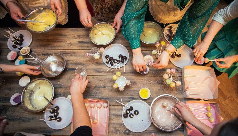 Kā pagatavot kūkas uz kociņiem jeb keikpopus