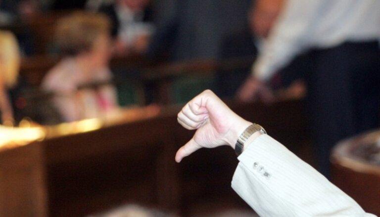 Noraida priekšlikumu par pilsonības atņemšanu, ja būtiski pārkāpts solījums par uzticību Latvijai