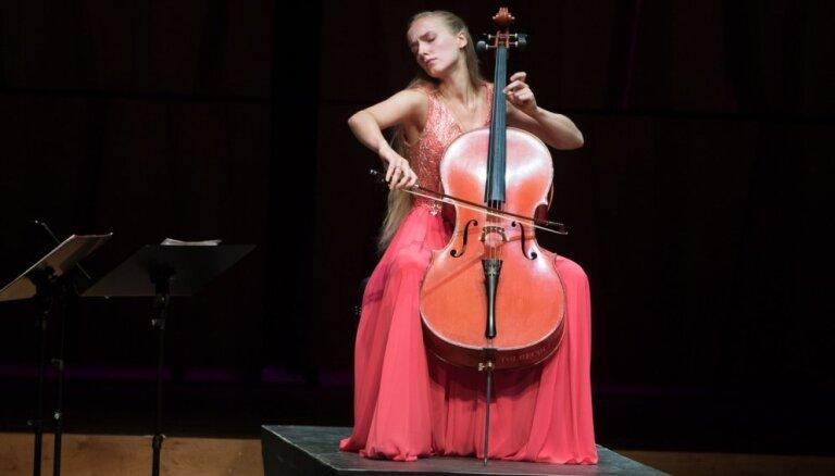Foto: Ar koncertiem dažādām gaumēm izskanējis trešais festivāls 'Čello Cēsis'