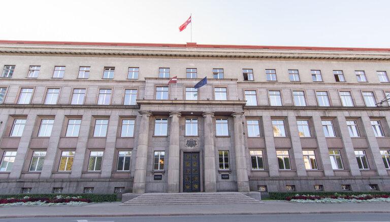 Девять из 13 министров правительства Латвии перешли на режим самоизоляции