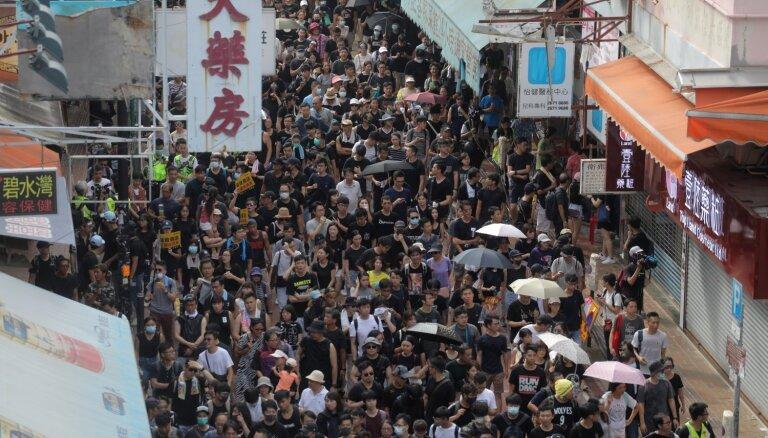 'Baltijas ceļa' 30. gadadienā Honkongas protestētāji aicināti veidot 'Honkongas ceļu'