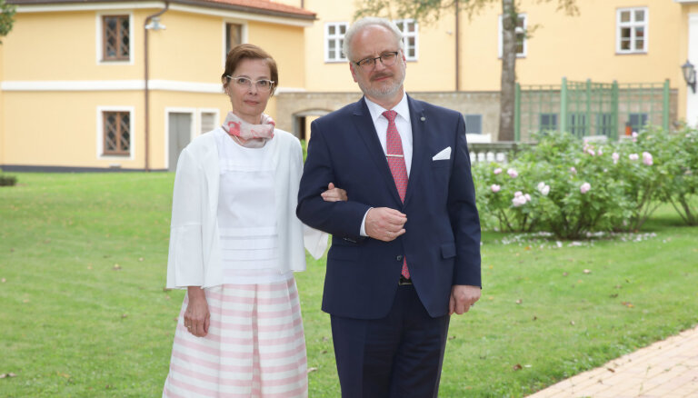 Pēc atņemtās bērnības atgriezties Latvijā. Prezidenta kundzes pirmā intervija medijiem