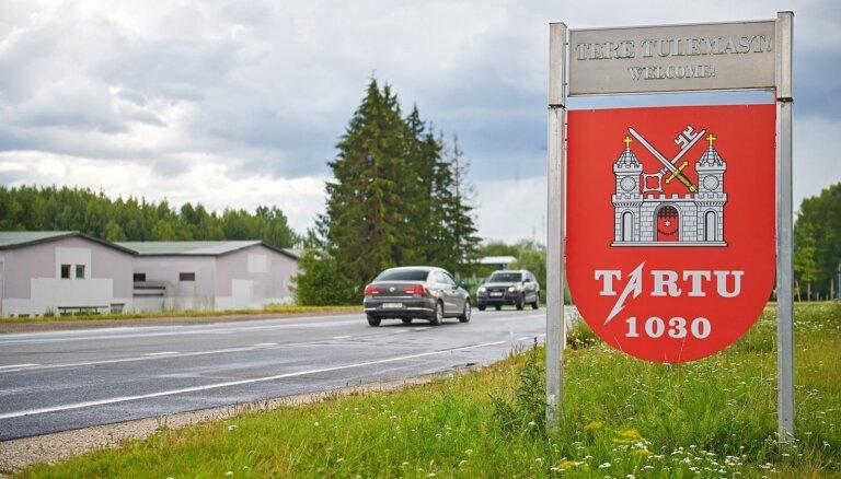 ФОТО: В Тарту изменили дорожные знаки к концерту группы Metallica