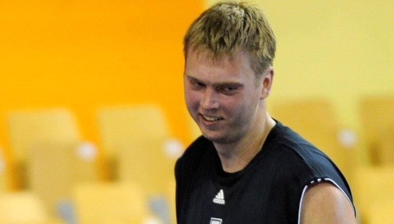 Grafs karjeru turpinās latviešiem bagātajā Igaunijas basketbola komandā 'Tarvas'