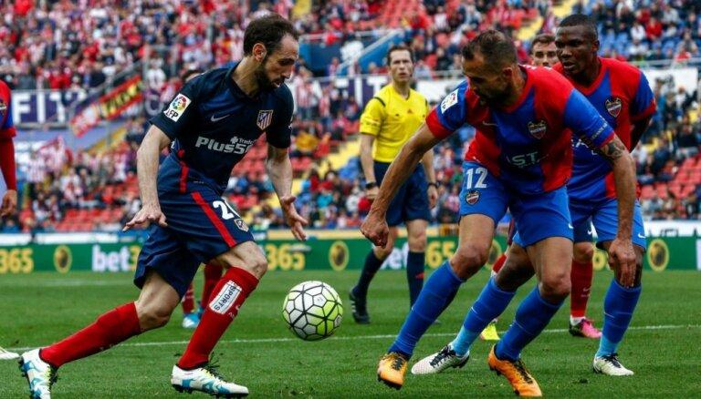UEFA Čempionu līgas fināliste 'Atletico' Spānijas čempionāta priekšpēdējā kārtā zaudē pastarītei 'Levante'