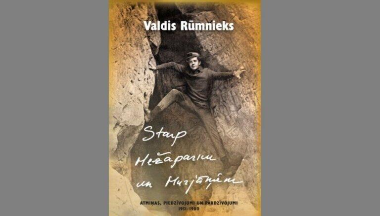 Klajā laists Valda Rūmnieka atmiņu krājums par latviešu kultūras personībām