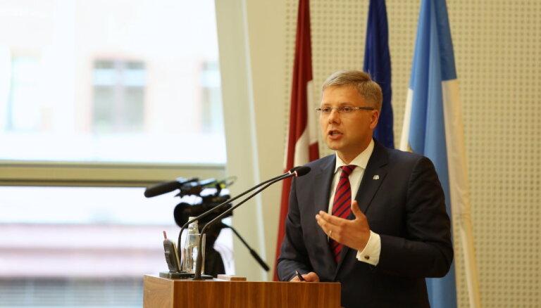 Koalīcijas balsis ļauj Rīgas mēram Ušakovam izturēt uzticības balsojumu