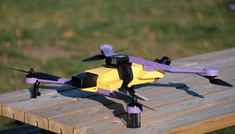 Foto un video: 'AirDog' prezentē pirmos klientiem paredzētos lidaparātus