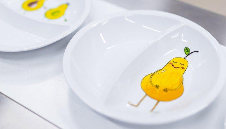 Bērnu slimnīcā atklāj atjaunoto virtuvi un uzsāk ēšanas kustību 'Ēstprieks'