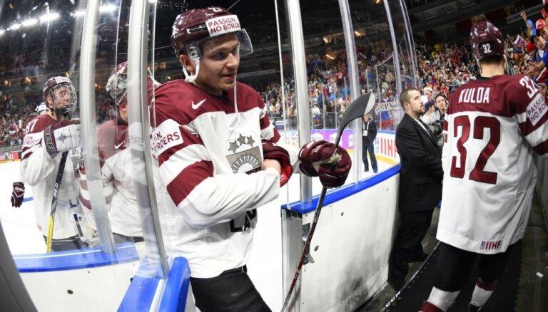 Latvijas hokejisti aizvada rezultatīvus mačus Čehijas čempionātā