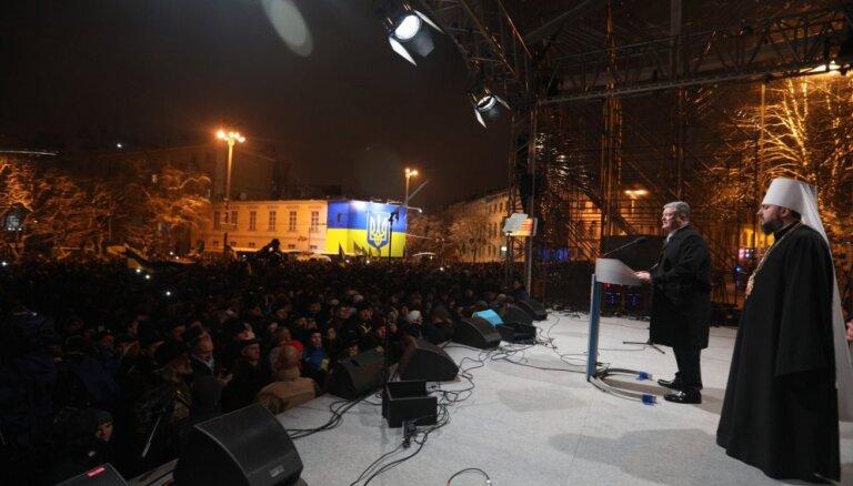 """Порошенко поздравил украинцев с созданием новой церкви — """"без Путина и Кирилла"""", но """"с Богом"""""""