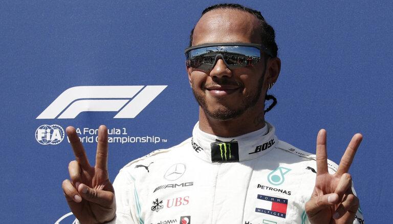 Hamiltons uzvar Francijas 'Grand Prix' kvalifikācijā; Fetels vien septītais