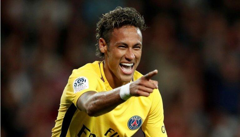 Neimars 'uz nullīti' noskuj Brazīlijas futbola izlases debitantu