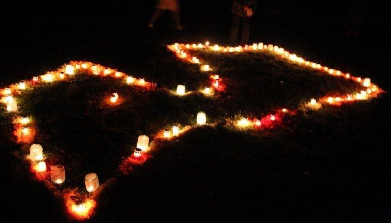 Likteņdārzā valsts svētkos gaidīs saulrietu un iedegs sveces