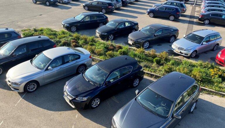 Lietotu auto tirgotājs: 15% no Latvijā pirktajiem auto tiek iegādāti tiešsaistē