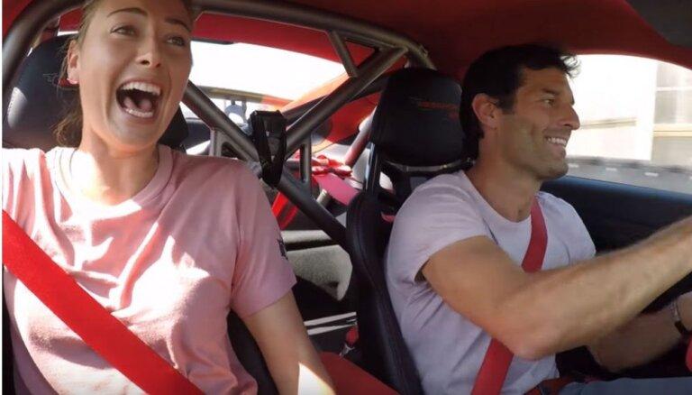 Video: Marija Šarapova un Marks Vēbers trasē ar 'Porsche 911 GT2 RS'
