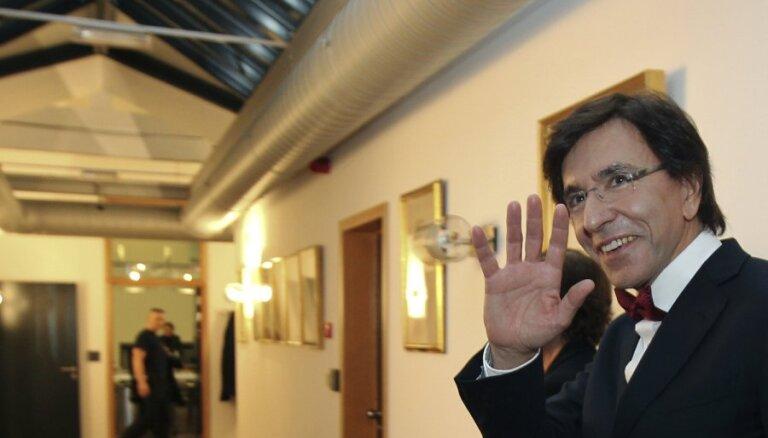 Beļģijas premjers saņēmis no Obamas futbola derībās vinnētās divas kastes alus