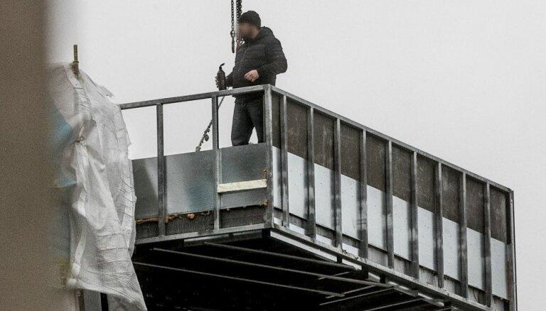 ФОТО, ВИДЕО: Расстроенный грузинский строитель угрожал в центре Таллина коктейлем Молотова