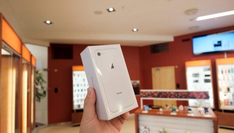 Foto: Latvijā uzsāk 'iPhone 8' un 'iPhone 8 Plus' tirgošanu
