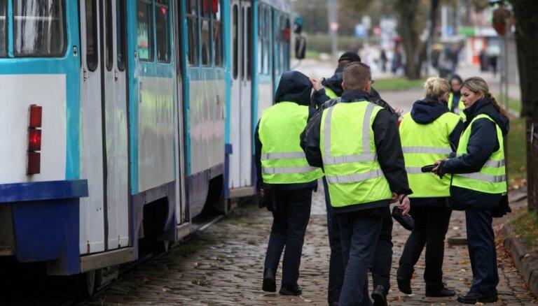 'Rīgas satiksme' atcēlusi plānu maskēt kontrolierus