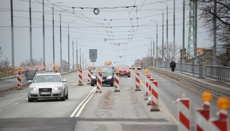 """Ремонт Деглавского моста """"подорожал"""" на 5 млн евро; не решены проблемы с выполненными строительными работами"""