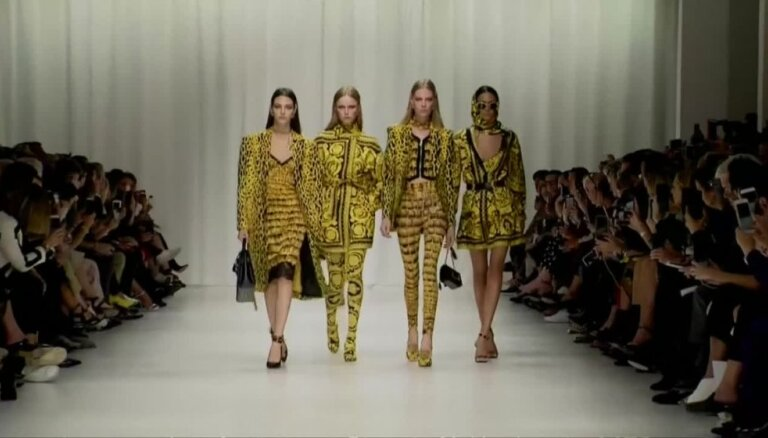 Versace modes skates Milānā