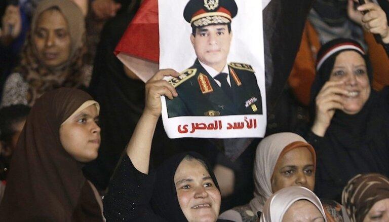 Ēģiptes armijas galva aicina iedzīvotājus uz ielu protestiem