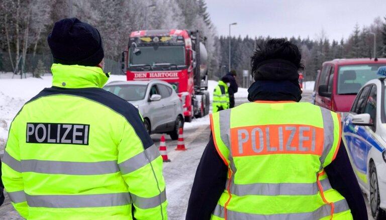 Vācijas līderi neizslēdz robežu slēgšanu ar kaimiņvalstīm