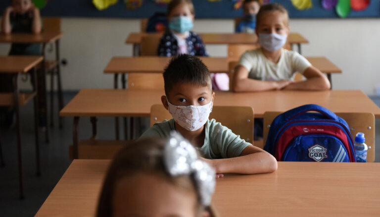 В Германии призывают позволить школьникам учиться без масок
