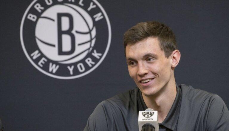 Kurucs nenokārtotu līgumsaistību dēļ vēl nevar spēlēt NBA Vasaras līgā