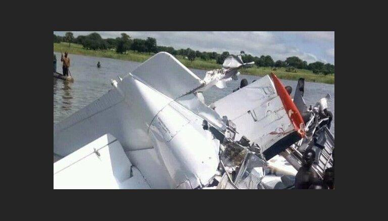 Lidmašīnai iegāžoties ezerā, Dienvidsudānā gāja bojā 18 cilvēki
