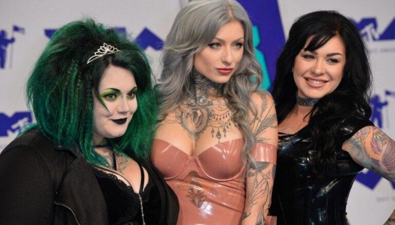ФОТО: Лучшие декольте и катастрофы стиля на церемонии MTV