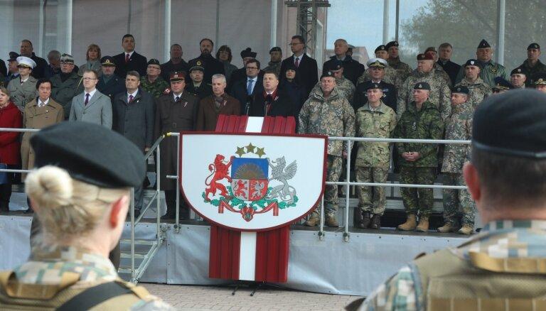 Vējonis uzrunā militārajā parādē Jēkabpilī akcentē varonības un brīvības nozīmi