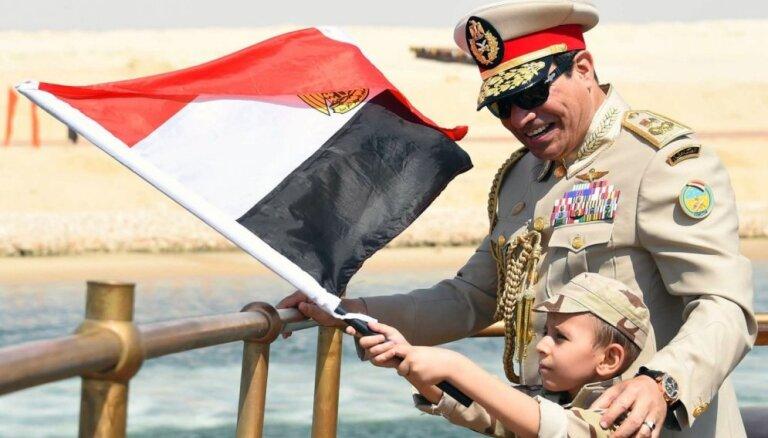 Ēģiptes Sisi ievieš striktus pretterorisma likumus; bažas par oponentu apspiešanu