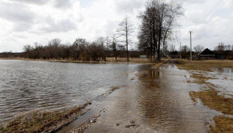 Plūdu skartajās teritorijās aicina uzturā lietot vārītu vai fasētu ūdeni